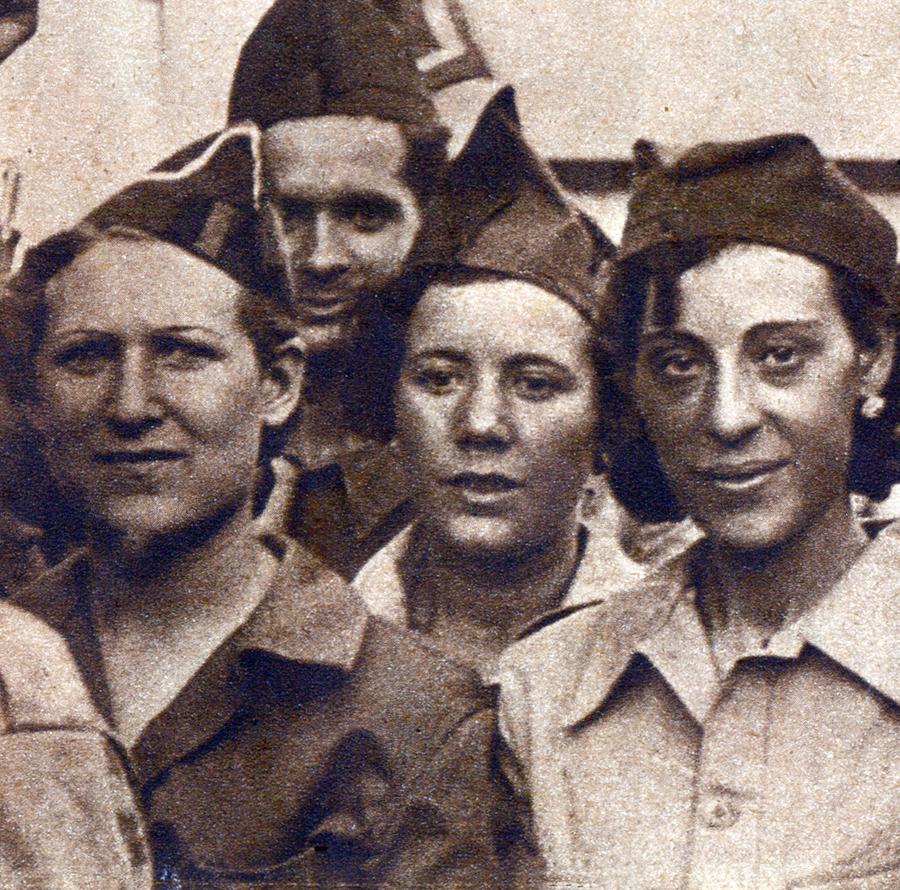 3 milicianes de la Columna Garcia Oliver en 1r pla